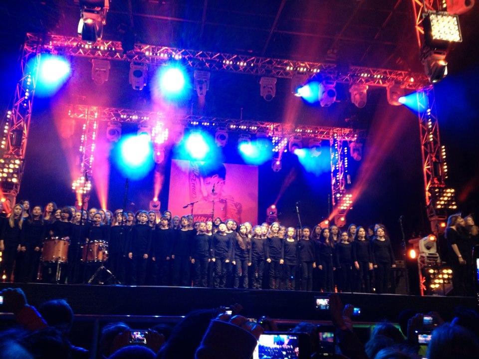 ASL students perform at Rihanna concert