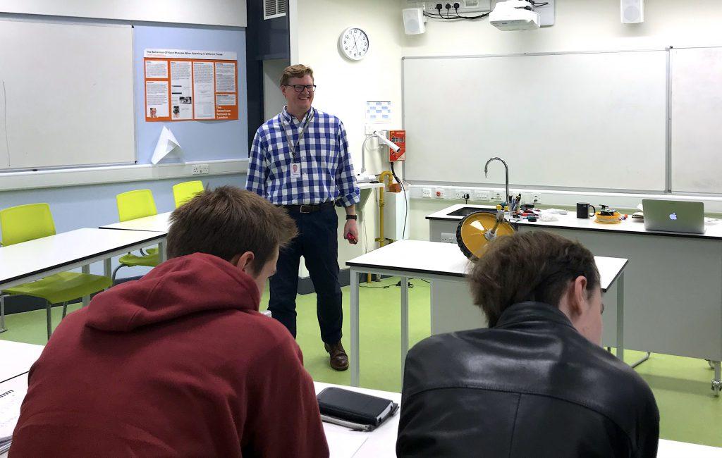 Science teacher wins UChicago award