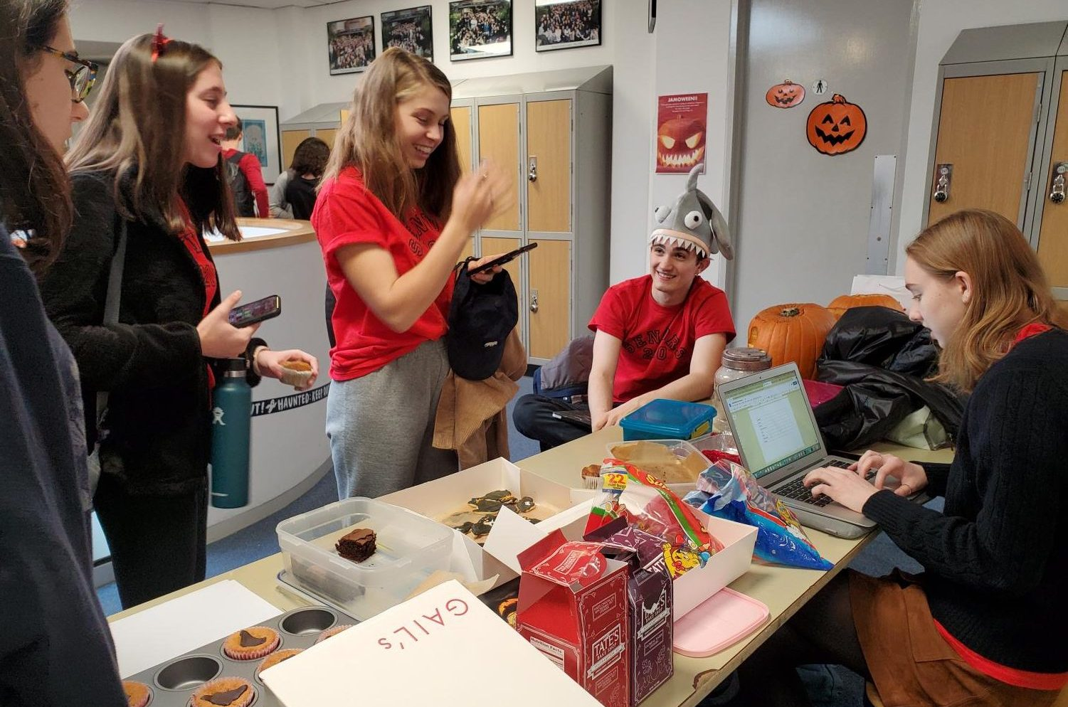 Students exchange art for sweet treats at the Jamoween trade on Oct. 31. The Jambalaya Literary Magazine hosts the annual event to garner community submissions and connect with contributors.