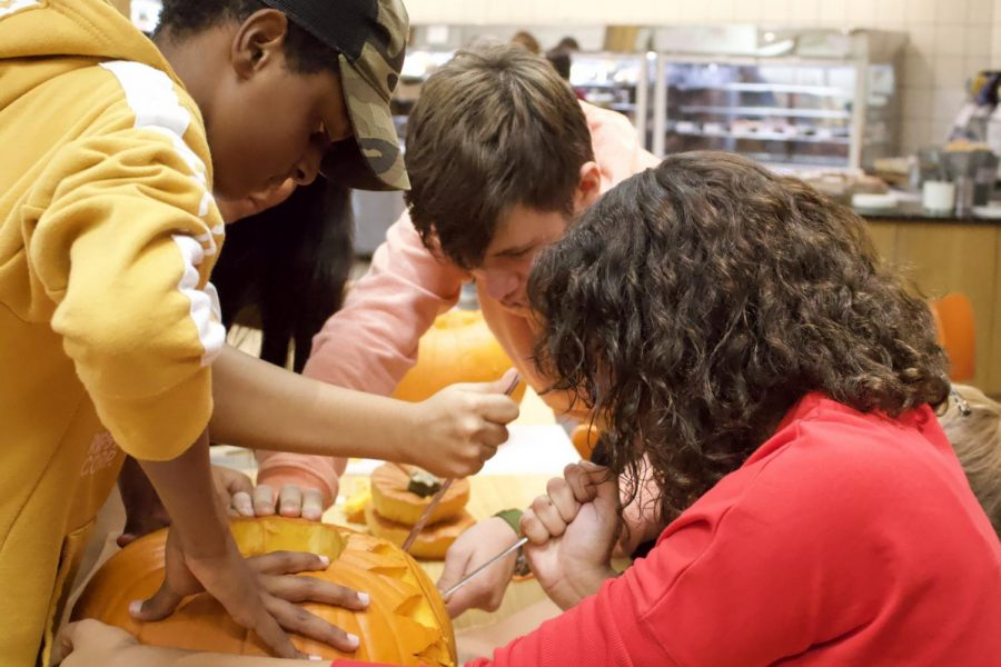 Ninth+grade+students+from+the+Pringle+advisory+work+on+carving+their+own+unique+design+into+a+pumpkin+for+the+Halloween+pumpkin+carving+contest+Oct.+29.+The+pumpkins+are+on+display+at+the+table+in+Top+Orange%2C+and+the+winner+will+be+announced+Thursday%2C+Oct.+31.