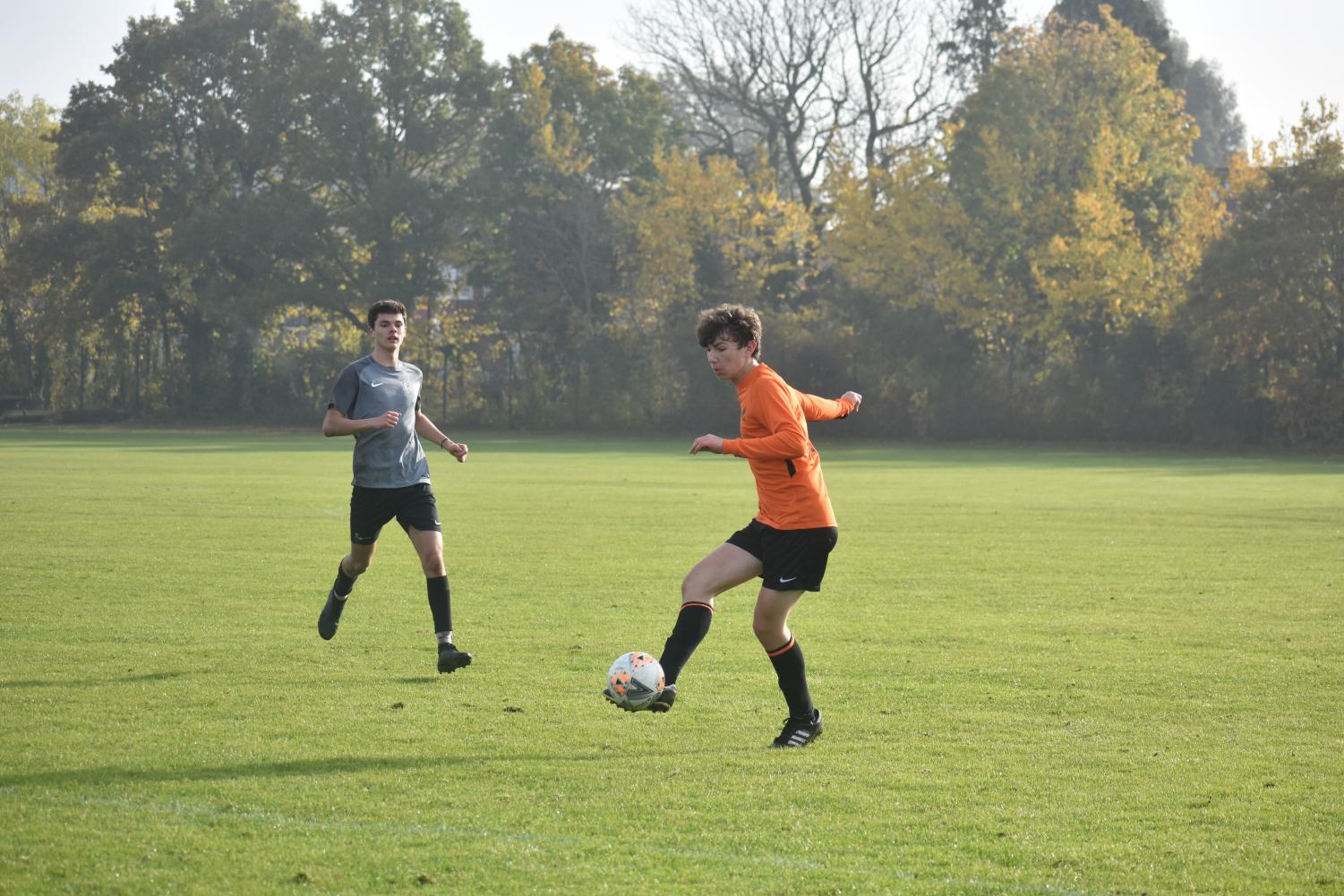 Max van Zyl ('21) crosses the ball to a teammate.