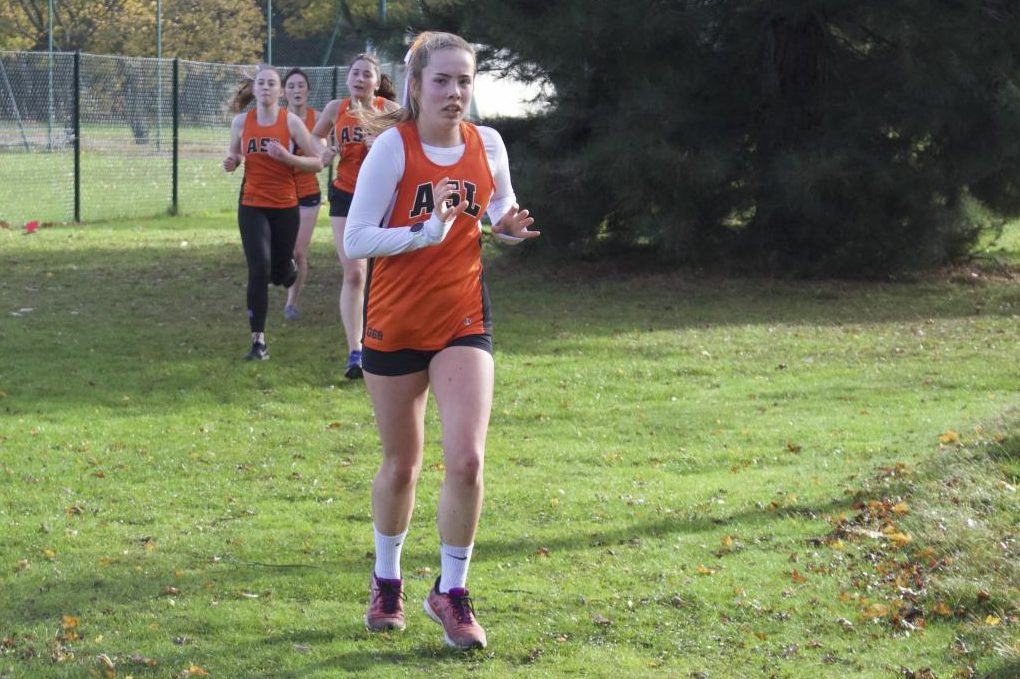 Katy Welch ('22) works with her teammates as they enter the final kilometer of the race.