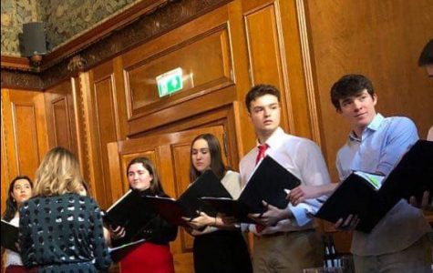 Chamber Choir gives holiday performance